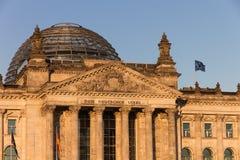 Cupola ed entrata di Reichstag di Berlino Fotografie Stock