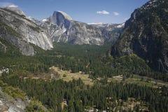 Cupola mezza e la valle qui sotto Fotografia Stock