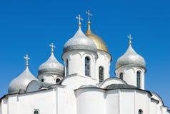 Cupole della cattedrale di Sophia del san in Cremlino, grande Novgorod fotografie stock libere da diritti