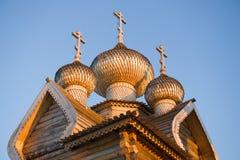 Cupole della chiesa di legno antica di Dmitry il Mirra-flusso continuo di Theunal fotografie stock