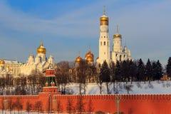 Cupole dorate delle chiese nel Cremlino di Mosca immagini stock libere da diritti