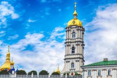 Cupole dorate di Lavra Pochaiv un chiaro giorno Fotografia Stock