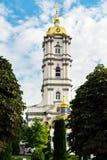 Cupole dorate di Lavra Pochaiv un chiaro giorno Fotografie Stock Libere da Diritti