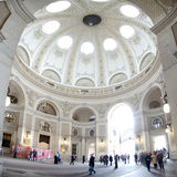 Cuppola Binnenlandse Mening met bezoekers (het Paleis van Wenen Hofburg), Oostenrijk Stock Foto's
