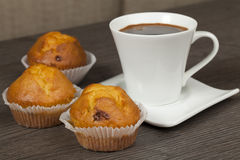 Cups of coffee and muffins Royalty Free Stock Photography