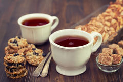 Cups of tea and cookies Royalty Free Stock Photography
