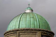 Cupula green dome cuivre avec du vert de gris ciel sombre photo stock image du barrage toit - Nettoyage cuivre vert de gris ...