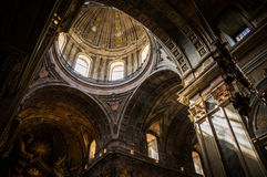 Cupula von Estrela-Basilika in Lissabon, Portugal stockbild