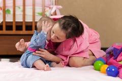 Cura del bambino. Fotografia Stock