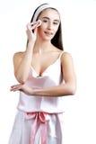 Cura del corpo Bella giovane donna con la spugna Stazione termale, sanità I Fotografia Stock
