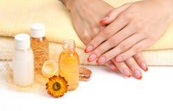 Cura del corpo: manicure arancione Fotografie Stock