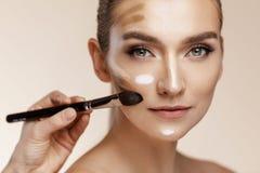 Cura di pelle e concetto di bellezza immagine stock libera da diritti
