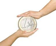 Cura protetta delle mani della grande euro moneta isolata Immagine Stock Libera da Diritti