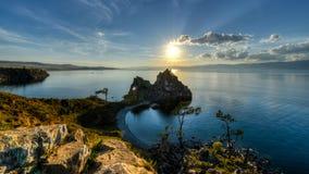 Curandeiro Rock, ilha de Olkhon, o Lago Baikal, Rússia foto de stock