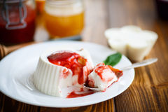 Curd jelly with fruit filling Royalty Free Stock Photos