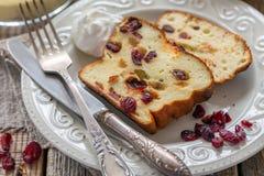 Curd le pudding avec la semoule, les oeufs et les canneberges Photos stock