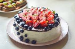 Curd tortowego dekorującego z owoc, żadny cukier, żadny mąka Pojęcie właściwa zdrowa dieta, ciężar strata obrazy royalty free