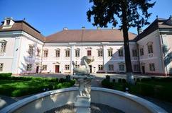 Curia больших винных бутылок замка Bethlen от Deva, Румынии Стоковое Изображение