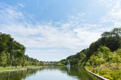Curiacul湖和公园入口的对Campina市, 库存照片