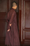 Curiosité (Pagode de la Dame céleste - Hué - Viêtnam). Un moine bouddhiste se tient debout dans le bâtiment principal de la pagode de la Dame céleste à Hu Royalty Free Stock Image