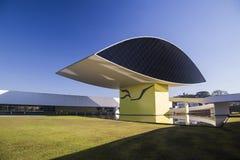 Curitiba Brasilien - Juli, 2017: Oscar Niemeyer Museum eller MÅNDAG, i Curitiba, Parana stat, Brasilien Arkivbild