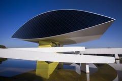 Curitiba Brasilien - Juli, 2017: Oscar Niemeyer Museum eller MÅNDAG, i Curitiba, Parana stat, Brasilien Royaltyfri Foto