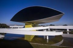 Curitiba Brasilien - Juli, 2017: Oscar Niemeyer Museum eller MÅNDAG, i Curitiba, Parana stat, Brasilien Arkivbilder