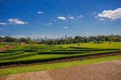 CURITIBA, BRAZILIË - MEI 12, 2016: aardige mening van de horizon van de stad van de tuinen van het botanische park Royalty-vrije Stock Foto's
