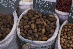 CURITIBA, PARANA/BRAZIL - Juli 2017: Lebensmittelgeschäfte für Verkauf auf Curitiba-` s Municipal-Markt Stockfoto