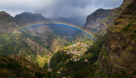 Curral das Freiras con el arco iris Fotografía de archivo libre de regalías