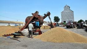 On the current mobile grain cleaning machine Royalty Free Stock Photography