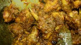 Curry caliente del pollo que fuma que es hecho metrajes