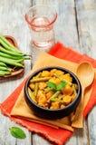 Curry de las patatas de las habas verdes del coco Imagen de archivo