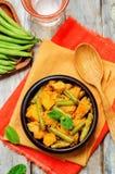 Curry de las patatas de las habas verdes del coco Imagen de archivo libre de regalías