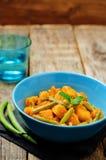 Curry de las patatas de las habas verdes del coco Imagenes de archivo