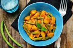 Curry de las patatas de las habas verdes del coco Foto de archivo libre de regalías
