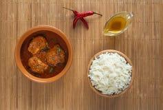 Curry de los pescados de Kerala La opinión superior el rey picante y caliente pesca el curry con la hoja verde Kerala la India de fotografía de archivo libre de regalías