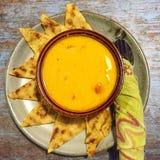 Curry de oro con pan naan Imagen de archivo