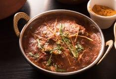 Curry del mango in una ciotola d'ottone Fotografia Stock