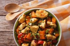 Curry del pollo con la zucca ed il pepe vista superiore orizzontale fotografie stock libere da diritti
