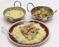 Curry del pollo de Pasanda con los cuencos del kadai de la porción Fotografía de archivo