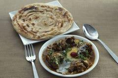 Curry del queso del cordero con Parotha fotografía de archivo libre de regalías