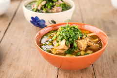 Curry della giaca, alimenti piccanti sul pavimento di legno Fotografie Stock