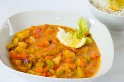 Curry der schwedischen Rübe (Schwede) mit Kokosnussreis Stockbild