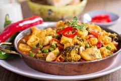 Curry des strengen Vegetariers mit Tofu und Gemüse Stockfotos