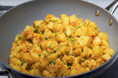 Curry di Aloo Gobi - cavolfiore e patata Fotografie Stock Libere da Diritti
