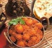 Curry di Dum Aloo con naan Immagine Stock