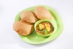 Curry di Masala della patata con Puri Fotografie Stock Libere da Diritti