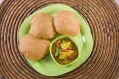 Curry di Masala della patata con Puri Fotografia Stock Libera da Diritti