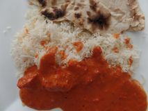Curry di masala di tikka del pollo con il riso e il roti di pilaf Fotografia Stock Libera da Diritti